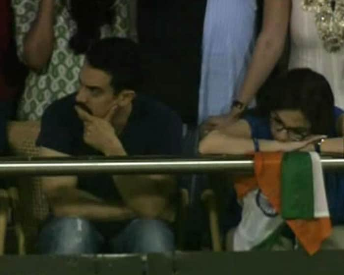 Nita Ambani and Aamir seem to have lost hope after Sachin got out.