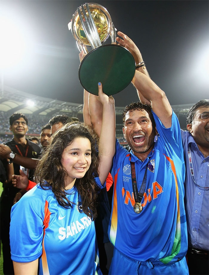 Sachin and his daughter Sara celebrate their big win! (Photo: Getty Images)