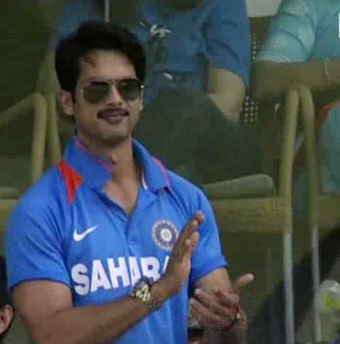 Shahid Kapoor cheers for the Indian team.
