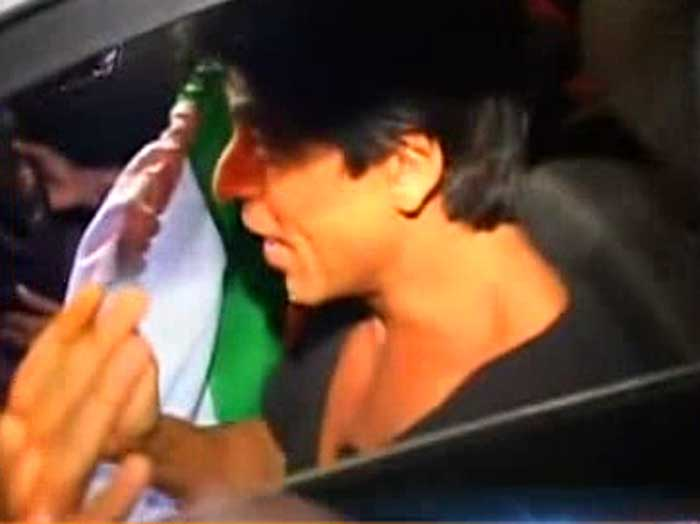 King Khan of Bollywood, SRK couldn't resist stepping out of his home after India won the World Cup.