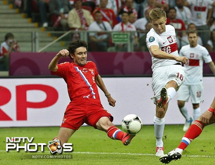 The Poles, needing to take at least a point from the Group A match in the wake of their 1-1 tournament opener against Greece, looked the hungrier team in the first half.