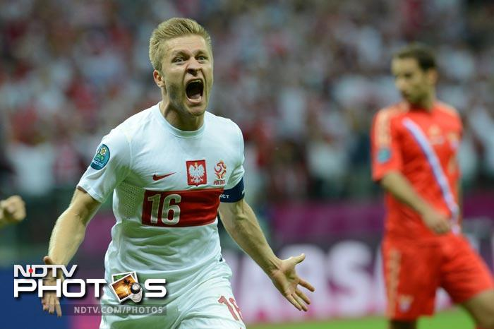 While Poland appeared tired, they battled hard, and finally equalised in the 57th minute when captain Kuba Blaszczykowski picked up a cross from Obraniak and fired home a left-footed piledriver.