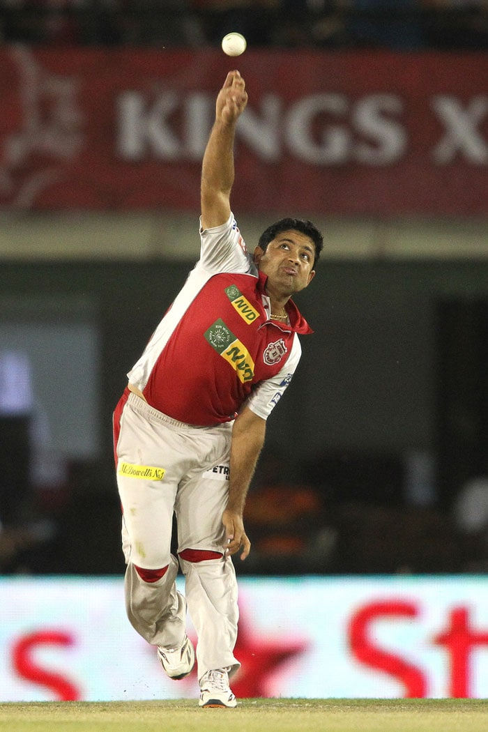 Piyush Chawla was the only one who came close to take wickets for Punjab. He himself dropped the catch of Hussey while Gilchrist missed Vijay's stumping in the same over. (BCCI Image)