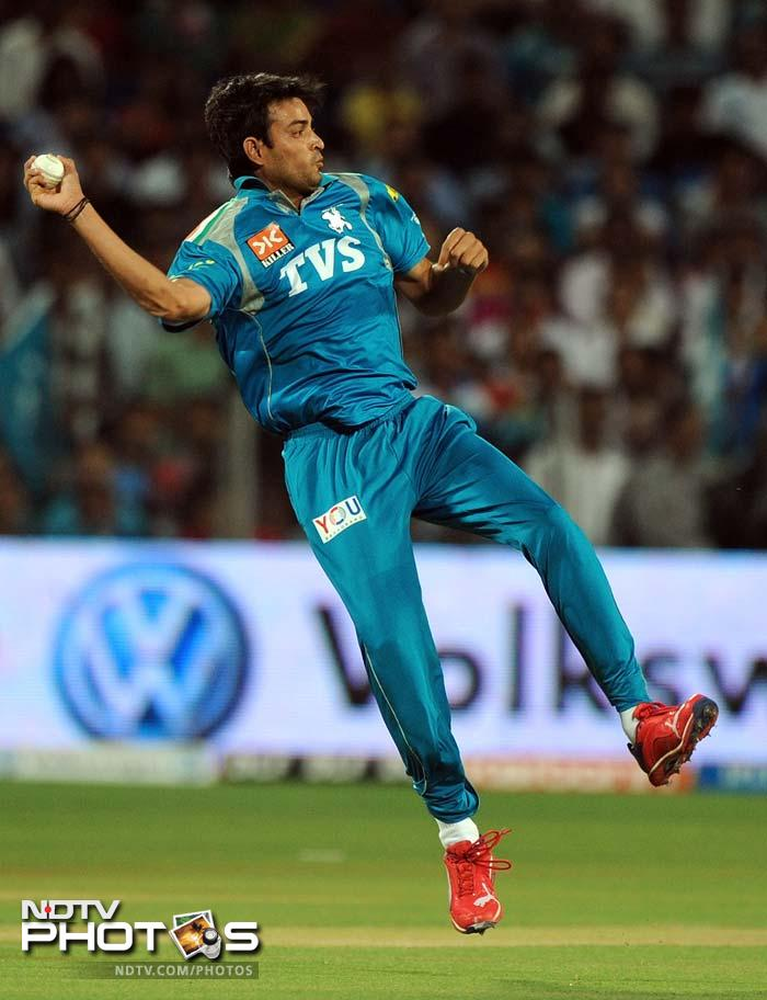 Pune made a couple of changes in their team, one of which was fast bowler Krishnakant Upadhyay who came in place of Ashish Nehra.