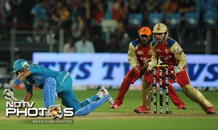 The only partnership worth the count in the Pune innings was between Robin Uthappa and Anustup Majumdar. But Muralidaran's spin sent back Uthappa on 38, which was the highest score by any batsman in the Pune innings.