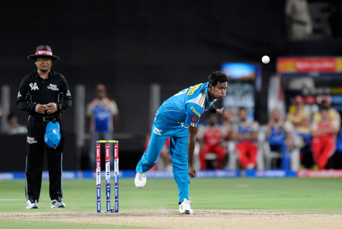 Mathews, who had stood aside from Pune's captaincy today itself, then bowled a shocking over to hand the visitors easy runs. One wide down the leg and one wide of off, meant that Robin Uthappa could not do anything to stop 10 free runs to leak. <br><br> Kohli then blasted Yuvraj Singh for 16 in an over to grab the initiative or so it seemed. (BCCI Image)