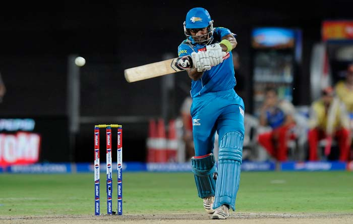 Just like while bowling, Pune batsmen - Uthappa and Angelo Mathews - then fought back to bring the home side roaring back into the game. The batsman from Karnataka, who had seen wickets falling by wayside, kept going and later opened up to score a blistering fifty. (BCCI Image)