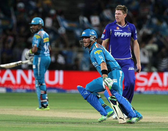 Pune Warriors shot off to a blistering start with Robin Uthappa and Aaron Finch, who had replaced Manish Pandey in the Pune squad. The Pune team's fifty came within 4 overs as S Sreesanth and young left-arm spinner Harmeet Singh bore the brunt of the whirlwind from Uthappa-Finch pair. (BCCI Image)