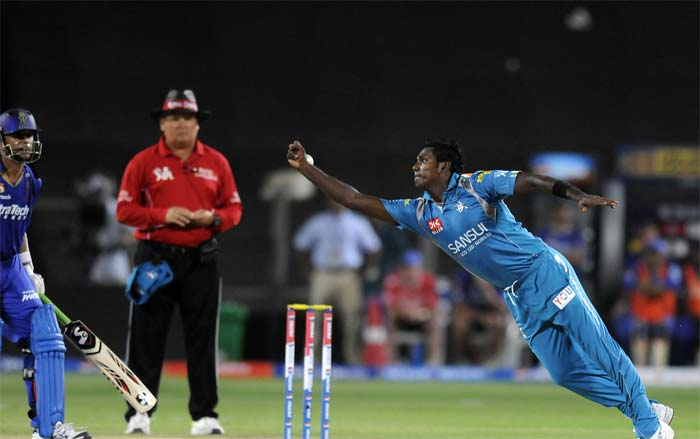 In coming batsman 38-year old Australian Brad Hodge got a life early on 1 when he was dropped by Angelo Mathews off his own bowling. On the other end Ross Taylor more than made up for Mathews' mistake taking a brilliant one-handed catch to remove Rajasthan skipper Dravid for 54 off 48 balls. (BCCI Image)