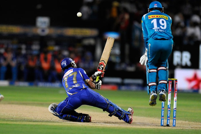 Pune seemed right on top at this stage as previous match 'late-order' star Dishant Yagnik joined the real hero of the last match, Hodge. The youngster tried a few cheeky shots - reverse sweeps of the most outrageous kind - but lived by the sword. He scored 12 off 8 balls before holding out to T Suman at short fine leg. (BCCI Image)