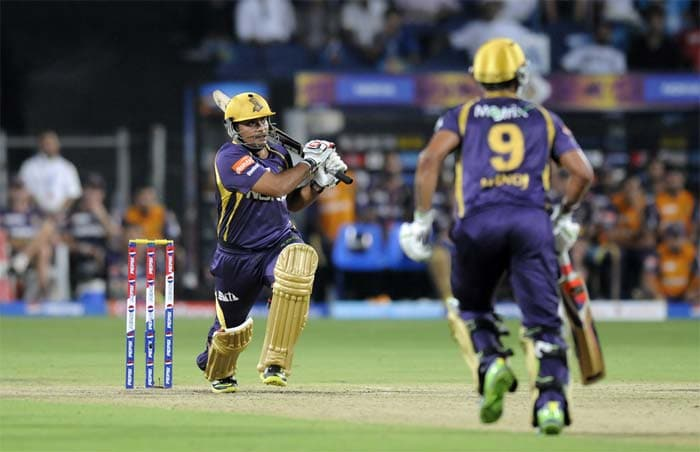 Kolkata ended their innings on a high thanks to late cameos by Rajat Bhatia (5-ball 13*) and Manoj Tiwary (10-ball 15*). KKR registered 56 runs in the last five over to reach just about a par score on Thursday. (BCCI image)