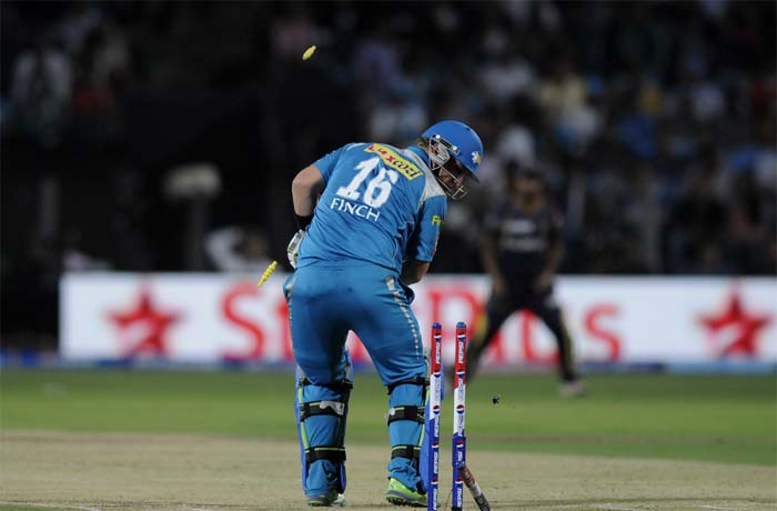 After failing to get Aaron Finch (5) run out, Kallis cleaned bowled him a few balls later, making sure Kolkata snapped up the Pune skipper and prime batsman cheaply. (BCCI image)