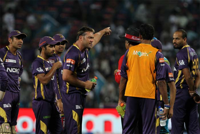 The Pune chase took a controversial turn when Jacques Kallis' appeal to run out Aaron Finch at the non-striker's end was adjudged as not-out by the third umpire. Kallis had claimed that he had managed to get some part of his foot onto the ball, but the replays did not clearly reflect that. Kallis had a heated argument with the on-field umpire Sudhir Asnani once the final decision was given. (BCCI image)
