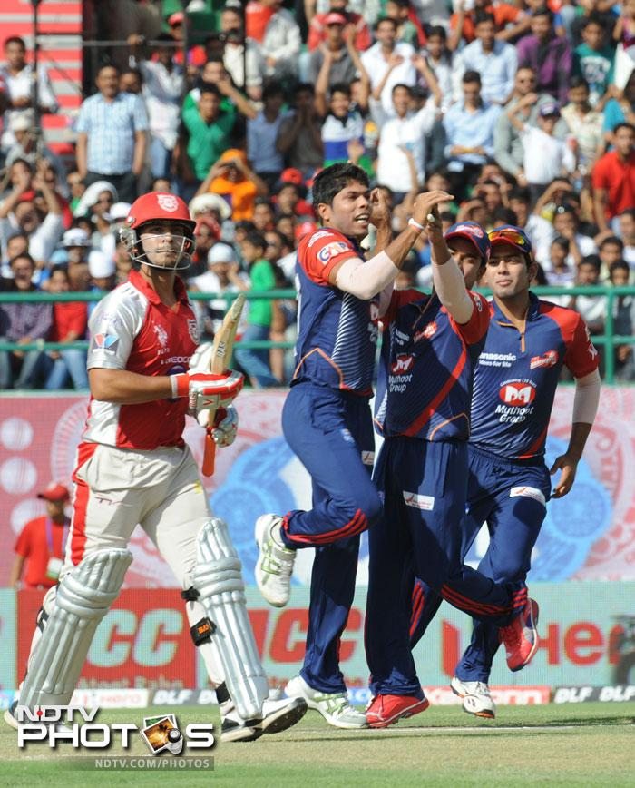It was not a start that Kings XI Punjab were looking for as the Delhi bowlers rattled their top order. Umesh Yadav and Morne Morkel burst through the Punjab line up leaving them at 20/4 early on. (AFP PHOTO/RAVEENDRAN)