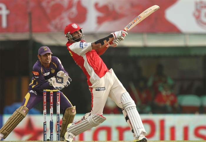 Manpreet Gony, making his debut for the Kings XI Punjab in IPL after having stints with Chennai Super Kings and Deccan Chargers, used the long handle to good effect, hammering 3 sixes and 4 fours in his 18-ball 42 to give the Punjab innings a much-needed boost towards the end. (BCCI image)