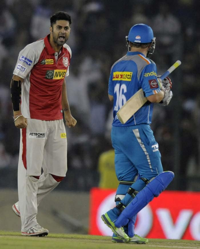 63 runs after he was dropped by Gilchrist, Finch was removed by Manpreet Gony after he had struck 8 boundaries and 2 massive sixes. He tried to clear deep backward-point but Manan Vohra completed a neat catch. (BCCI Image)