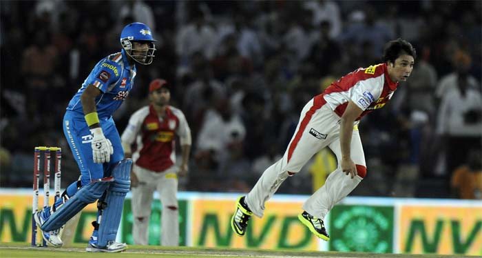 Pune were off to a strong start, albeit with a bit of favour from Punjab skipper Adam Gilchrist who dropped a sitter of Finch off Azhar Mahmood in the second over. Punjab had to bear the brunt of that miss as the Australian dasher hit Mahmood for a six and four in the same over. (BCCI Image)
