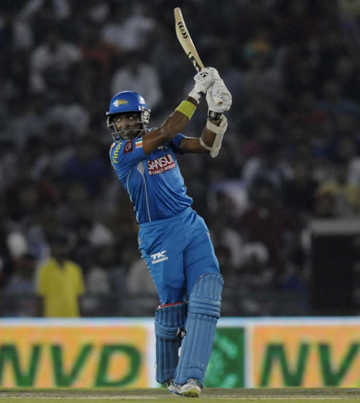 While his partner was racing off, Robin Uthappa played steadily at the other end. After the first time-out, the team was 61/0 in 8 overs. (BCCI Image)