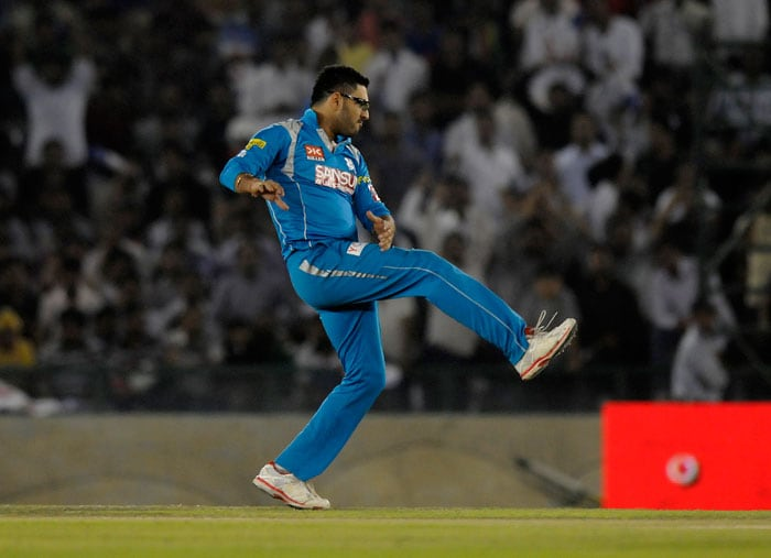 The pair added 53 in 5.3 overs before Yuvraj Singh was introduced into the attack. He immediately accounted for Vohra, who tried to hoist the wily left-arm orthodox bowler with a slog sweep, only to see his stumps rattled. Vohra made 22 off 13 balls with three hits to the fence. (BCCI Image)