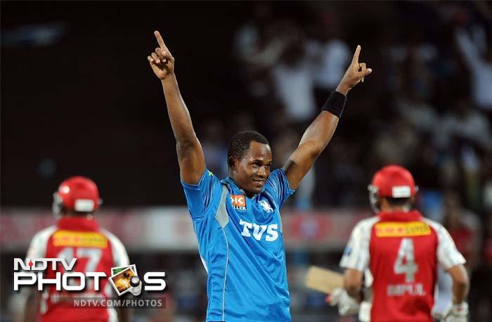 Pune Warriors India bowler Marlon Samuels (C) celebrates after taking the wicket of Kings XI Punjab's batsman Dimitri Mascarenhas during the IPL Twenty20 cricket at the Subrata Roy Sahara Stadium in Pune. (AFP PHOTO/Punit PARANJPE)