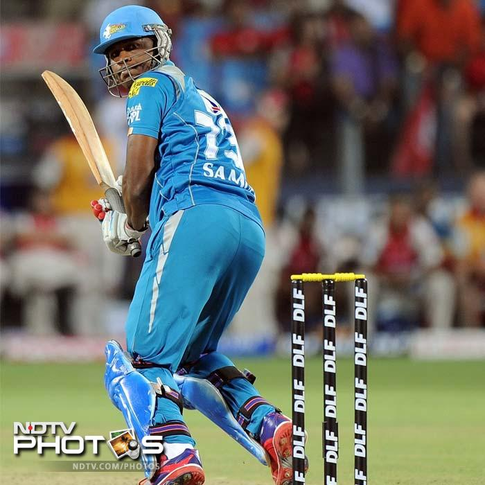 Pune Warriors batsman Marlon Samuels plays a shot during the IPL Twenty20 cricket match against Kings XI Punjab at the Subrata Roy Sahara Stadium in Pune. (AFP PHOTO/Punit PARANJPE)