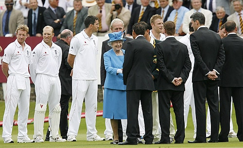 Britain's Queen Elizabeth II meets members of the England and Australian squads during the second day of the second Ashes Test match at Lord's in London. (AFP Photo)
