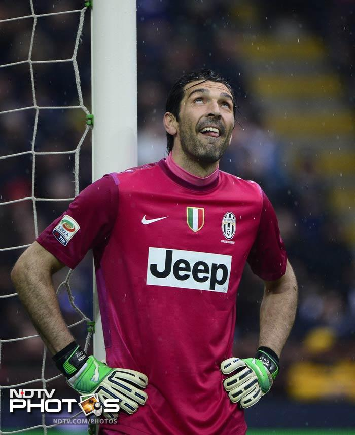 Juventus are in pole position to claim successive Serie A titles as they hold a nine point lead over second-placed Napoli.