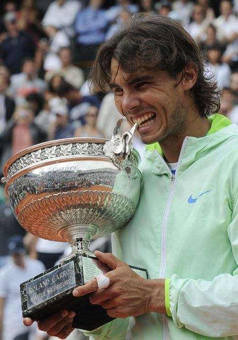 After a shock 4th round exit to Robin Soderling in the 2009 French Open and a pull-out from Wimbledon due to injury which saw him lose his World No 1 status, Rafael Nadal bounced back to win his 5th title at Roland Garros as he avenged his loss against Soderling by beating him 6-4, 6-2, 6-4 in the final in 2010.