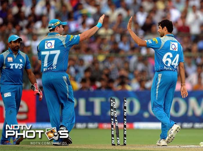 Ashish Nehra was the one responsible for making Dravid walk back. He went on to take two more wickets. (AFP photo/ Prakash Singh)
