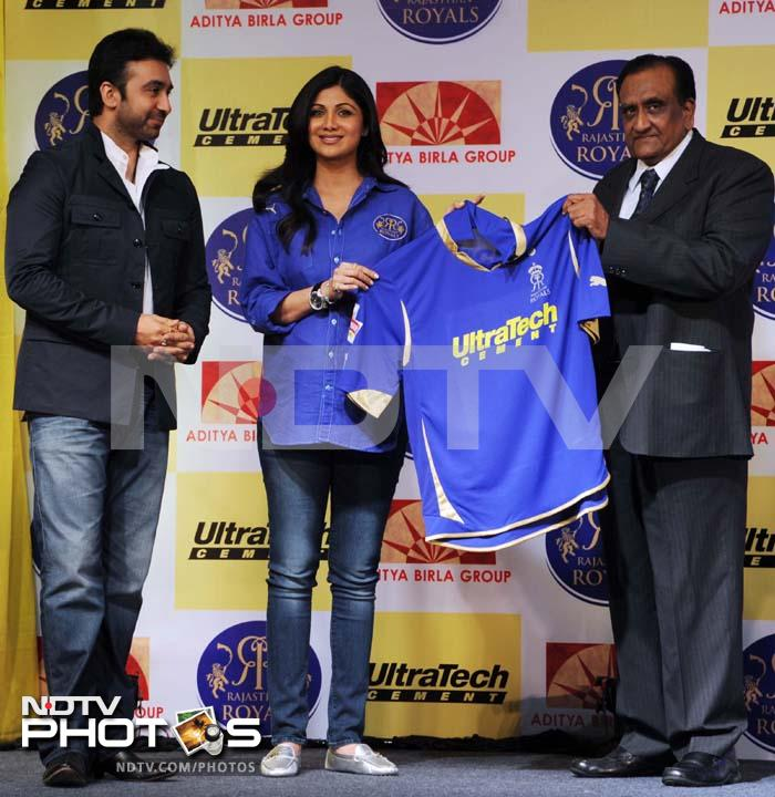 Shilpa with the new blue jersey of Rajasthan Royals.