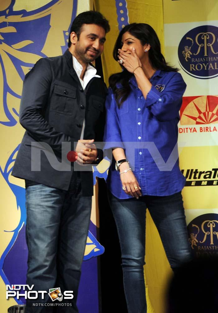 Shilpa in talks with Raj.