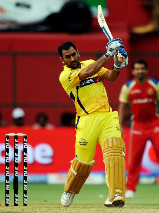 Chennai Super Kings captain Mahendra Singh Dhoni stands tall to revive his team with a knock of 70 not out during the IPL Twenty20 match against Royal Challengers Bangalore at the M.Chinnaswamy Stadium in Bangalore. (AFP PHOTO)