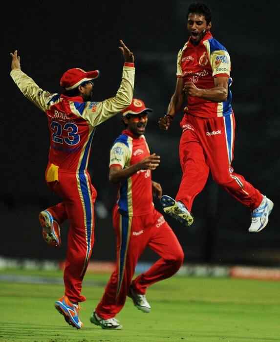 Royal Challengers Bangalore bowler Sreenath Aravind (R) jumps in the air to celebrate the wicket of Kings XI Punjab batsman Shaun Marsh with teammate Tillakaratne Dilshan (L) and Mohammad Kaif during the IPL Twenty20 match at the M.Chinnaswamy Stadium in Bangalore. (AFP PHOTO)
