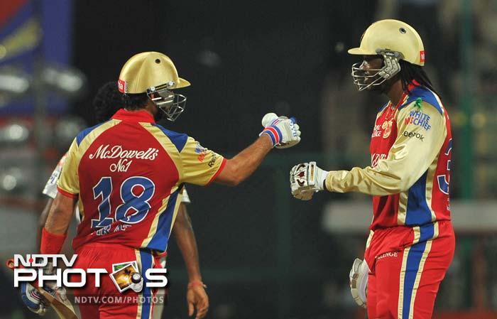Chris Gayle and Virat Kohli put on a 119-run stand for the second wicket. (AFP PHOTO/Manjunath KIRAN)