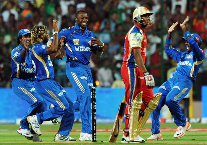 Mumbai Indians players congratulate Lasith Malinga after the Sri Lankan got Royal Challengers Bangalore opener Mayank Agarwal off the first ball of the game at the M.Chinnaswamy Stadium in Bangalore. (AFP Photo)