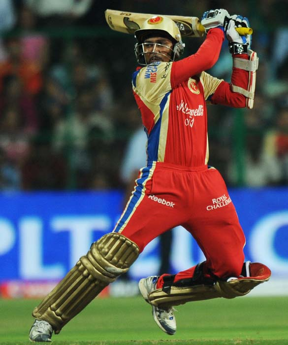 Royal Challengers Bangalore batsman Tillakaratne Dilshan plays a shot during the IPL Twenty20 cricket match against Mumbai Indians at the M.Chinnaswamy Stadium in Bangalore. (AFP PHOTO)