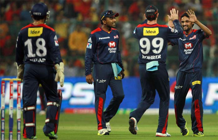 Delhi came back to strike a flurry of wickets, which saw De Villiers run out, Andrew McDonald go for zero, Arun Karthik run out for 5, Syed Mohd dismissed for 1, meaning RCB lost 5 wickets in space of 9 runs. (BCCI image)