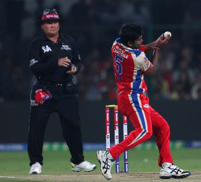 Vinay Kumar was the first to get things going for RCB, catching David Warner sharply of his own bowling. (BCCI image)