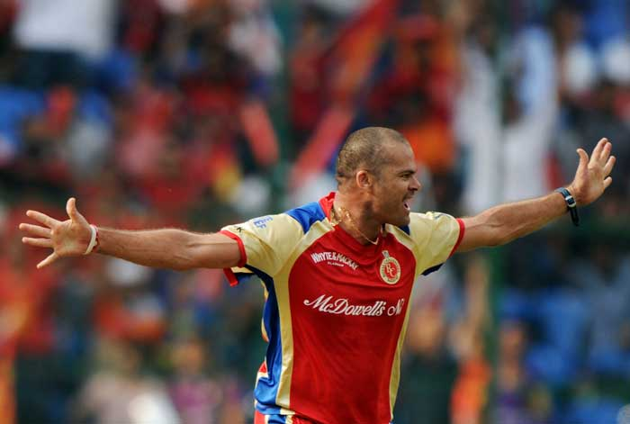 Charl Langeveldt soon picked up Jacques Kallis as the Royal Challengers tightened their grip over the Kolkata Knight Riders. (AFP Photo)