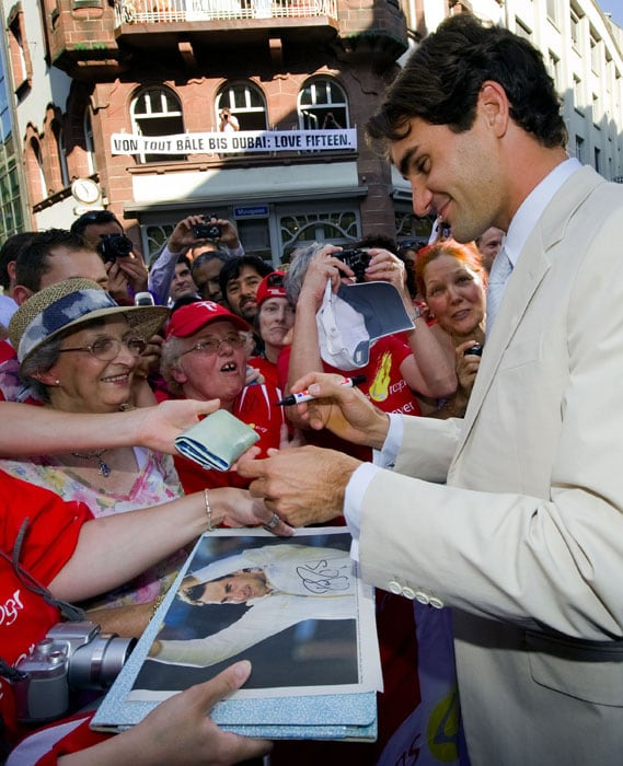 "World number one tennis player Roger Federer signs autographs before the unveiling of a plate bearing his name at the Basel ""Hall of Fame"" in Basel. (AFP Photo)"