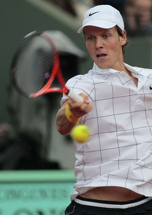 Czech Tomas Berdych plays a return shot during his match against Andy Murray. (AFP PHOTO)