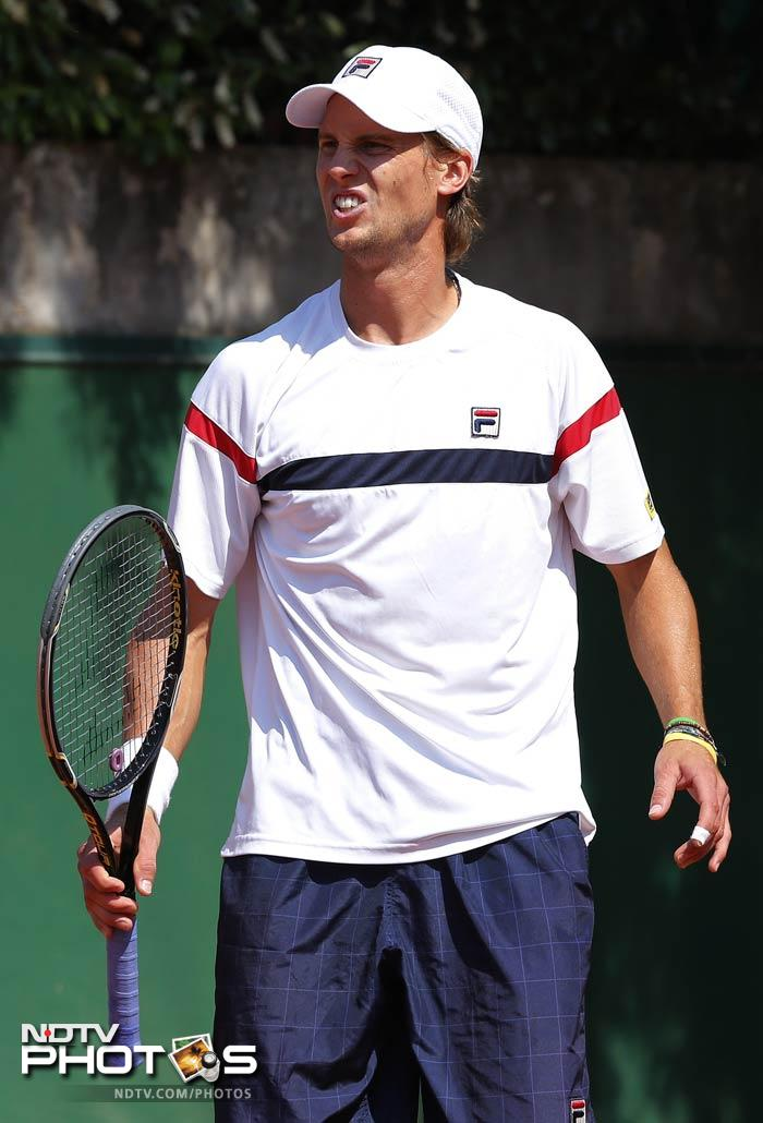 Andreas Seppi defeated Fernando Verdasco in the fifth set. This match on the men's side was a battle of attrition, as the five-set match took three hours and 23 minutes to complete. It was an all-out war of will at the end—a war that Seppi ultimately won. Both men were their worst enemies at times in a match that featured 86 total unforced errors. In the end, it was Seppi's ability to convert break points and winners that won the match for him. This match was one that will haunt Verdasco for a while, as he had the momentum heading into the fifth and final set but failed to keep it.
