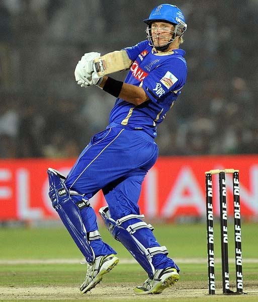 The opening pair had already put on 71 runs but Shane Watson decided to continue Dravid's work as he raced to a 40-ball 49.