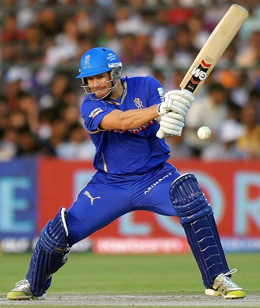 Shane Watson began well with the bat when the Royals began their chase. Though he struck a six, it was his patience that stood out in his 14-ball 12.