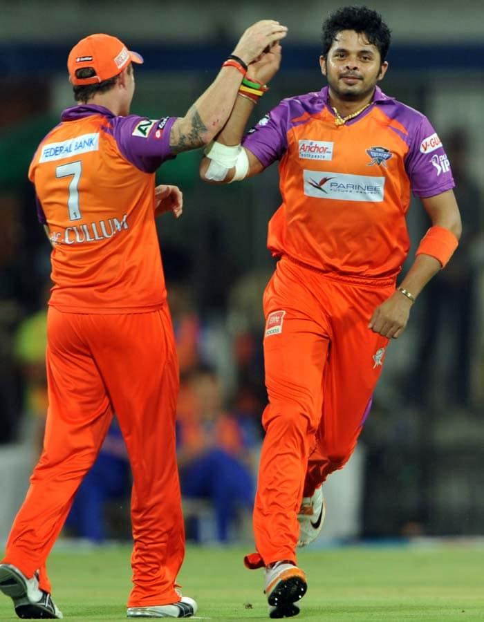 Kochi Tuskers Kerala bowler Shanthakumaran Sreesanth (R) celebrates with his teammate Brendon McCullum after he dismissed Rajasthan Royals batsman Rahul Dravid during the IPL Twenty20 cricket match at the Holkar Stadium in Indore. (AFP PHOTO)