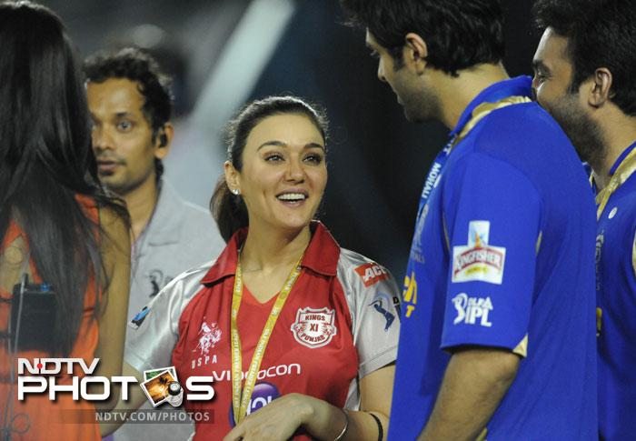 Kings XI Punjab co-owner Preity Zinta seemed deeply involved in the game as the turn of events on-field mirrored on her emotions. (AFP PHOTO/RAVEENDRAN)