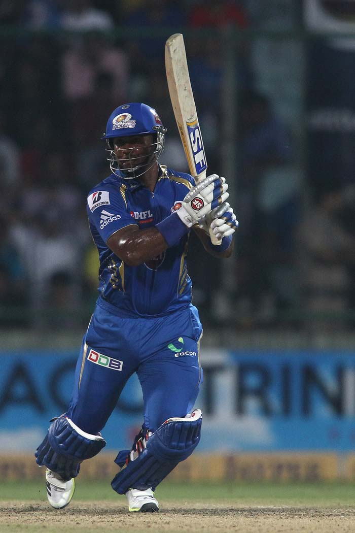 Dwayne Smith continued with his good form and scored 39-ball 44.