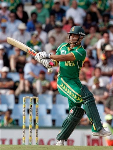 South Africa's batsman JP Duminy plays a shot during the second ODI match at the SuperSport Park in Pretoria on Sunday, April 5, 2009. (AP Photo)