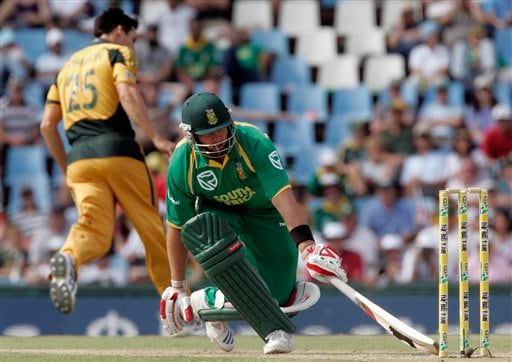 Jacques Kallis, right, runs back after Mitchell Johnson, left, attempted a run out during the second ODI match at the SuperSport Park in Pretoria on Sunday, April 5, 2009. (AP Photo)