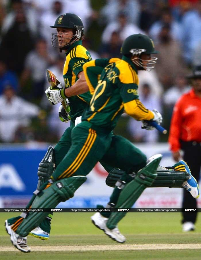 What could have been early signs of a South Africa collapse though hardly came to the surface as AB de Villiers (30 off 40) gave de Kock good support to help the team reach 266.